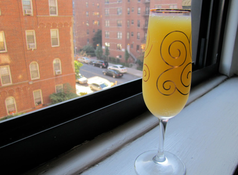 Cocktail Mimosa : 30 ml de jugo de naranja, 90 ml Champagne o Cava