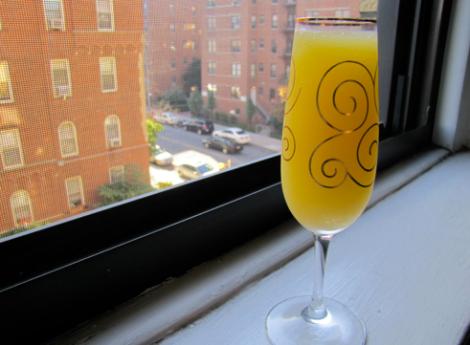 Cocktail Mimosa : 30 ml de jugo de naranja, 90 ml Champagne o Cava