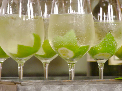 Cocktail Spritzer : 90 ml de vino blanco, 90 ml Soda