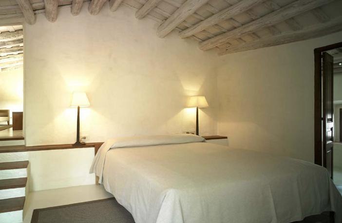 Interiorismo Sandra Tarruella, Hotel del Teatre. Regencós, Girona 2003