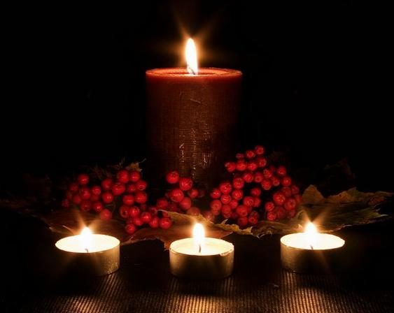 Con un par de velas centros de navidad para mesas 1 2 - Centro de navidad con velas ...